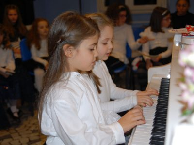 scuola di pianoforte Suzuki